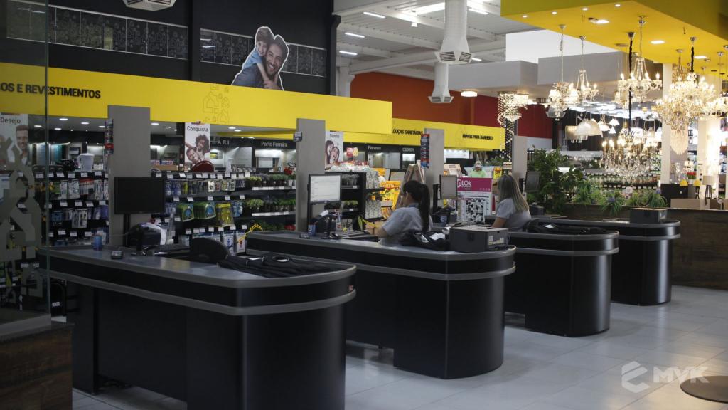 Cardil loja de materiais de construção em Lins SP. Expositor, gôndola, checkout, display, prateleira, estante. Projeto e execução de MVK www.mvk.com.br (1)