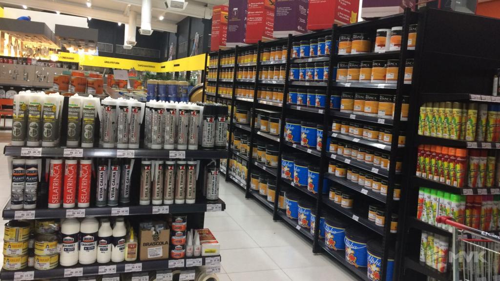 Cardil loja de materiais de construção em Lins SP. Expositor, gôndola, checkout, display, prateleira, estante. Projeto e execução de MVK www.mvk.com.br (11)