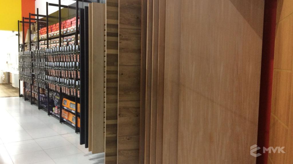 Cardil loja de materiais de construção em Lins SP. Expositor, gôndola, checkout, display, prateleira, estante. Projeto e execução de MVK www.mvk.com.br (19)
