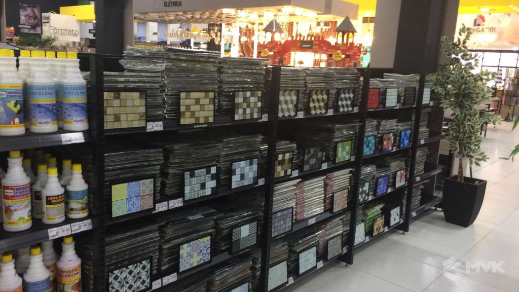 Cardil loja de materiais de construção em Lins SP. Expositor, gôndola, checkout, display, prateleira, estante. Projeto e execução de MVK www.mvk.com.br (23)