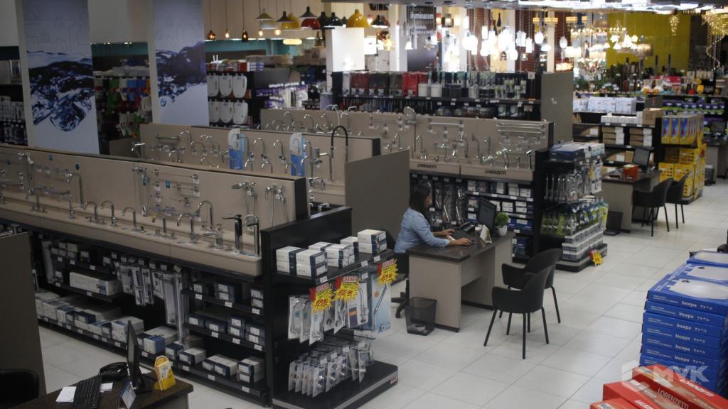 Cardil loja de materiais de construção em Lins SP. Expositor, gôndola, checkout, display, prateleira, estante. Projeto e execução de MVK www.mvk.com.br (5)