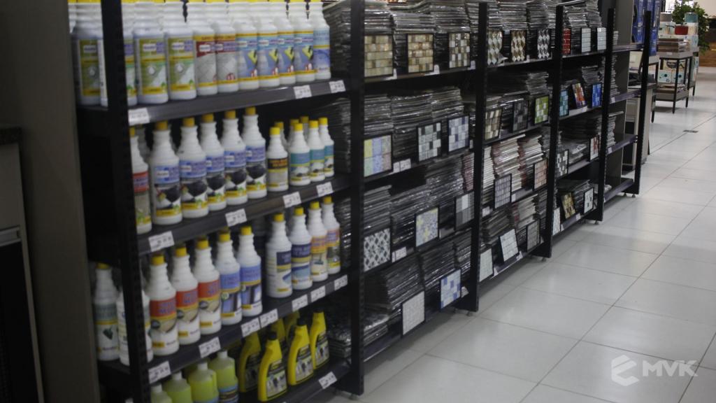 Cardil loja de materiais de construção em Lins SP. Expositor, gôndola, checkout, display, prateleira, estante. Projeto e execução de MVK www.mvk.com.br (6)