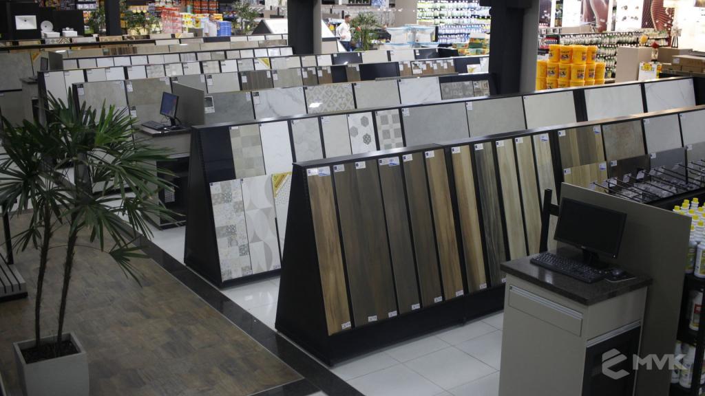 Cardil loja de materiais de construção em Lins SP. Expositor, gôndola, checkout, display, prateleira, estante. Projeto e execução de MVK www.mvk.com.br (7)