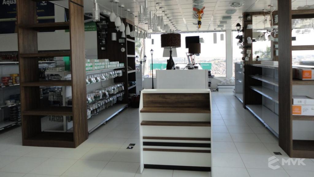 Casa Auxiliadora loja de material para construção em Varginha MG. Projeto e execução de MVK Gôndolas e Displays. Expositores, PDV, balcões. www.mvk.com.br (1)