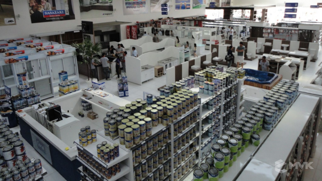 Casa Auxiliadora loja de material para construção em Varginha MG. Projeto e execução de MVK Gôndolas e Displays. Expositores, PDV, balcões. www.mvk.com.br (19)