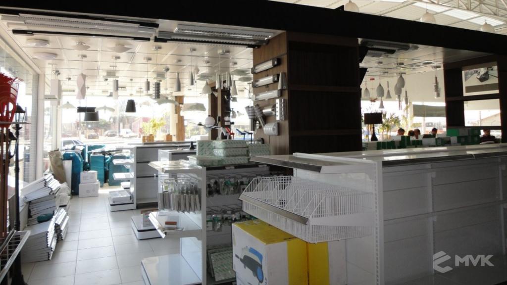 Casa Auxiliadora loja de material para construção em Varginha MG. Projeto e execução de MVK Gôndolas e Displays. Expositores, PDV, balcões. www.mvk.com.br (7)