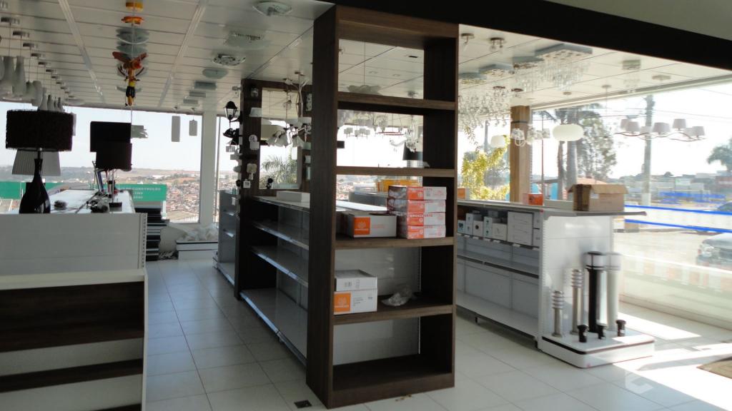 Casa Auxiliadora loja de material para construção em Varginha MG. Projeto e execução de MVK Gôndolas e Displays. Expositores, PDV, balcões. www.mvk.com.br