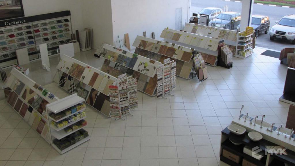 Loja AM Materiais de Construção em Arujá - SP. Casa Tua Revestimentos Finos. Projeto e execução de MVK Gôndolas e Displays (2)