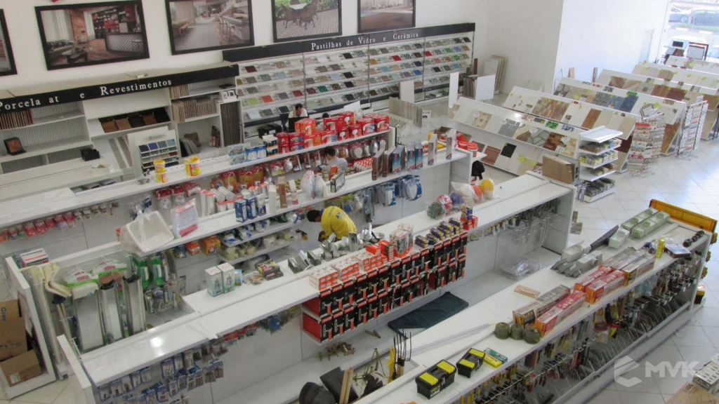 Loja AM Materiais de Construção em Arujá - SP. Casa Tua Revestimentos Finos. Projeto e execução de MVK Gôndolas e Displays (3)