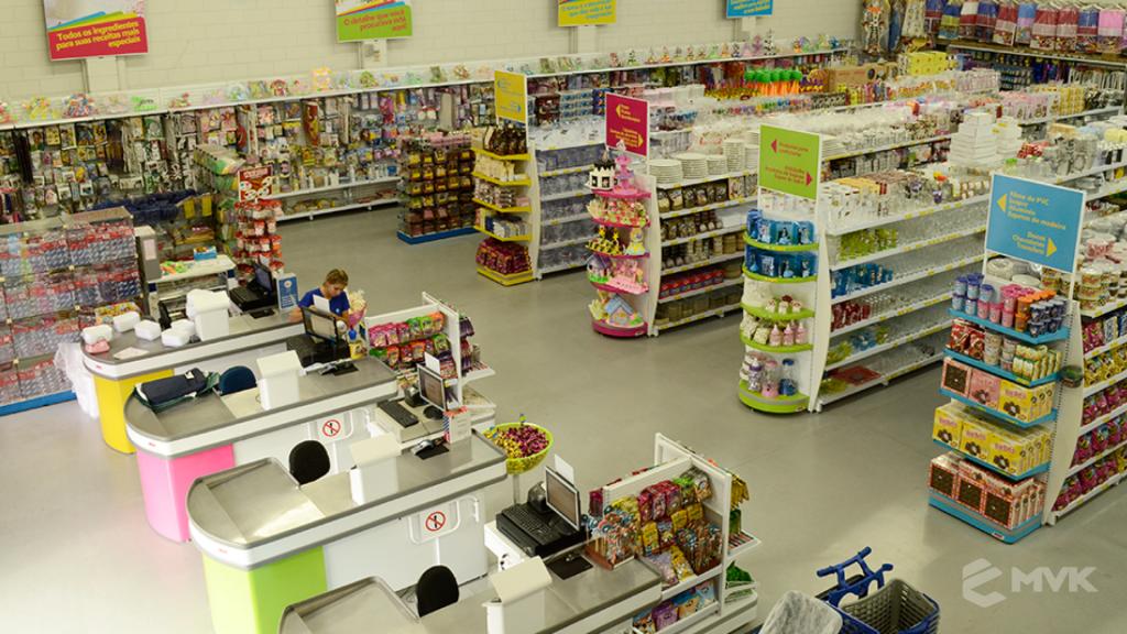 Loja Flamar em Indaiatuba SP. Projeto e execução de MVK Gôndolas e Displays. Móveis para lojas. Expositor, balcão, checkout (5)