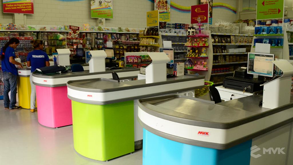 Loja Flamar em Indaiatuba SP. Projeto e execução de MVK Gôndolas e Displays. Móveis para lojas. Expositor, balcão, checkout (6)