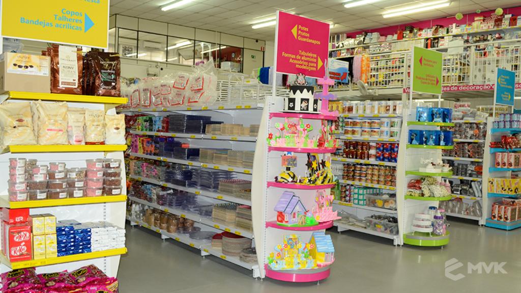Loja Flamar em Indaiatuba SP. Projeto e execução de MVK Gôndolas e Displays. Móveis para lojas. Expositor, balcão, checkout (7)