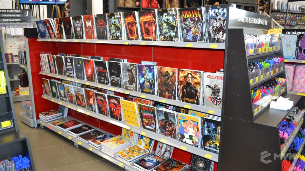 Loja Jalovi em Bauru SP. Projeto e execução de MVK Gôndolas e Displays. Móveis para lojas. Expositor, balcão, checkout (10)