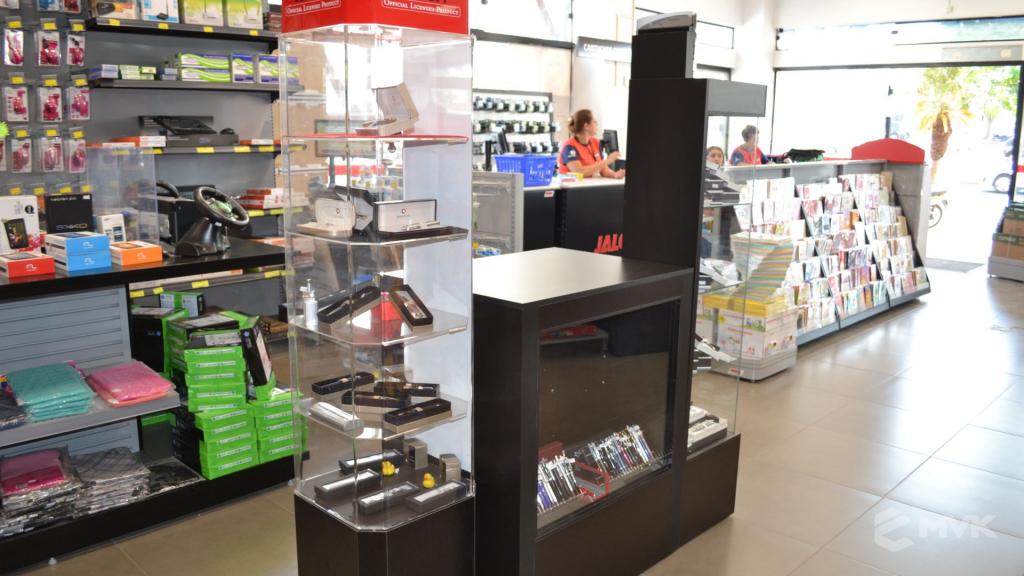 Loja Jalovi em Bauru SP. Projeto e execução de MVK Gôndolas e Displays. Móveis para lojas. Expositor, balcão, checkout (12)