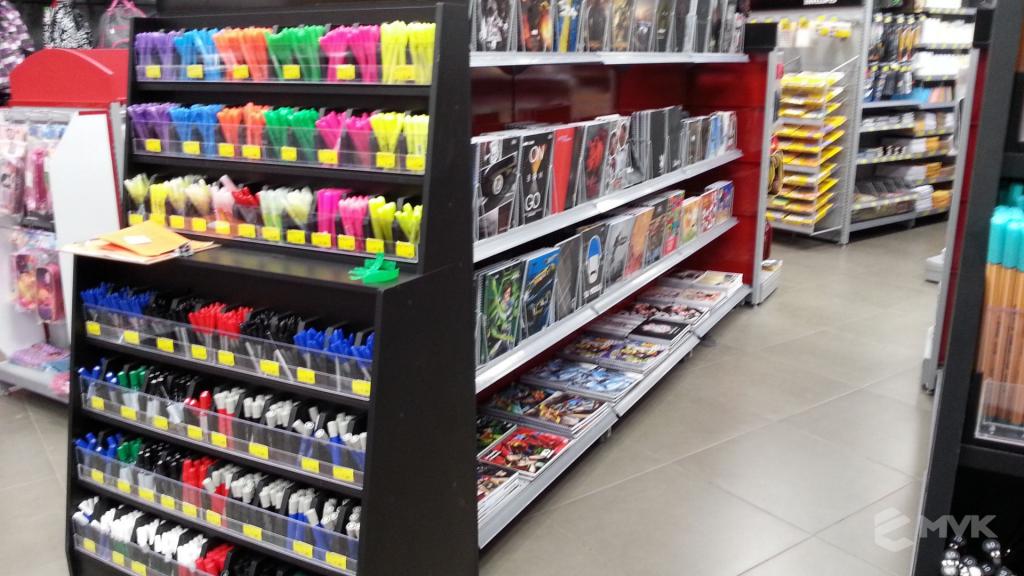 Loja Jalovi em Bauru SP. Projeto e execução de MVK Gôndolas e Displays. Móveis para lojas. Expositor, balcão, checkout (7)