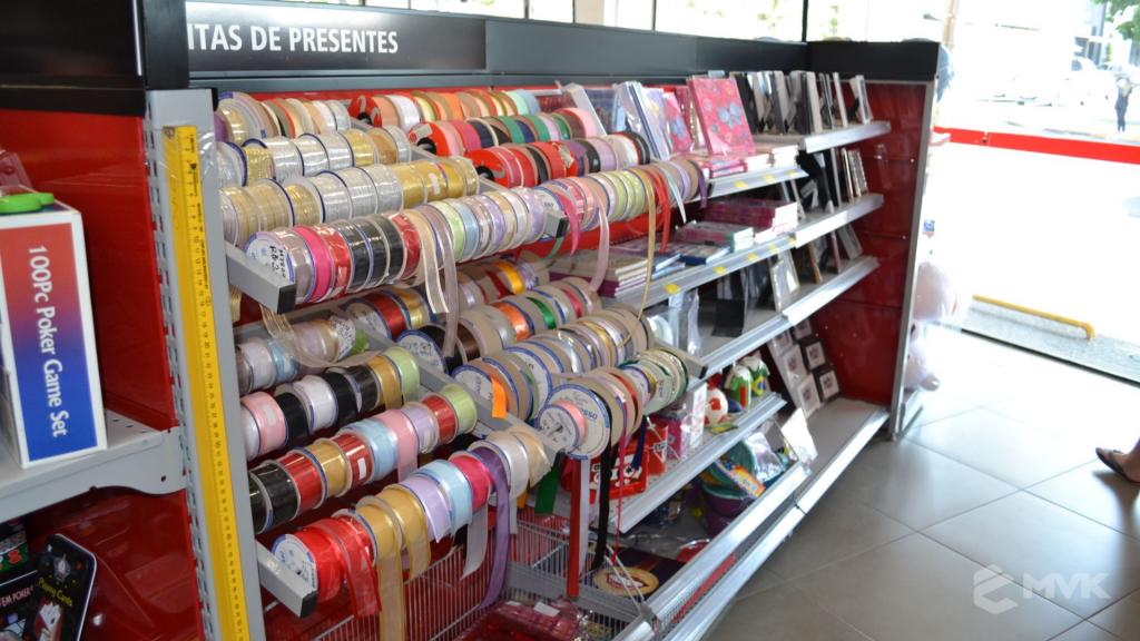 Loja Jalovi em Bauru SP. Projeto e execução de MVK Gôndolas e Displays. Móveis para lojas. Expositor, balcão, checkout (9)