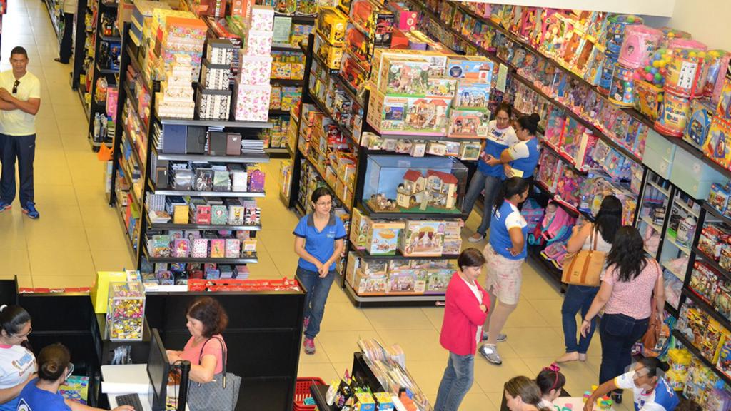 Loja Luggi em Barra Bonita SP. Projeto e execução de MVK Gôndolas e Displays. Móveis para lojas. Expositor, balcão, checkout (1)