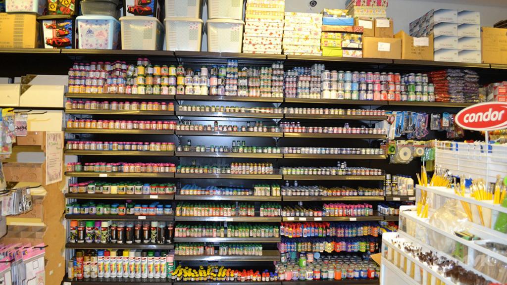 Loja Luggi em Barra Bonita SP. Projeto e execução de MVK Gôndolas e Displays. Móveis para lojas. Expositor, balcão, checkout (5)