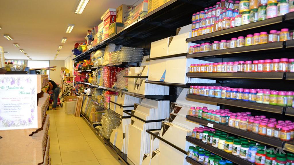 Loja Luggi em Barra Bonita SP. Projeto e execução de MVK Gôndolas e Displays. Móveis para lojas. Expositor, balcão, checkout (9)