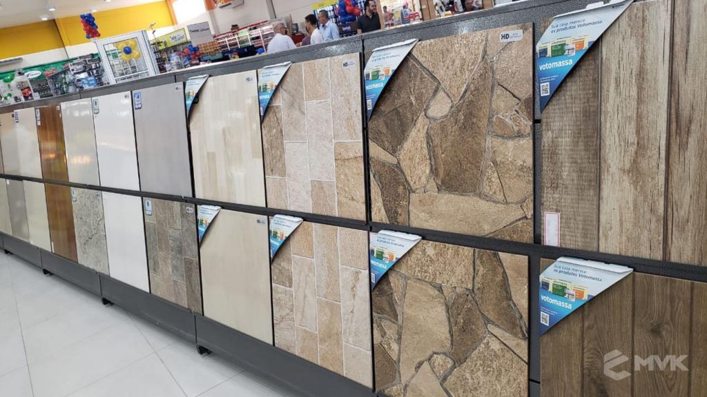 Loja de Material de Construção Beira Rio em Sinop MT. Home Center. Projeto executado por MVK Gôndolas e Displays. Expositor para Porcelanato e Cerâmicas (8)