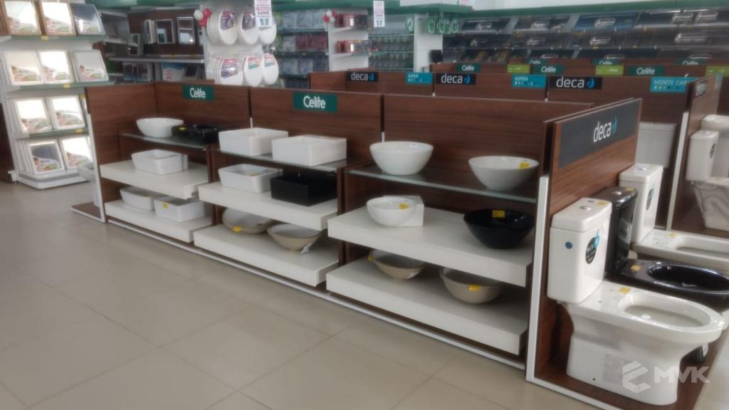 Loja de Material de Construção Bezerra em Recife Pernambuco. Expositor para cerâmica. Expositor para vaso sanitário. MVK Gôndolas e displays para lojas (13)
