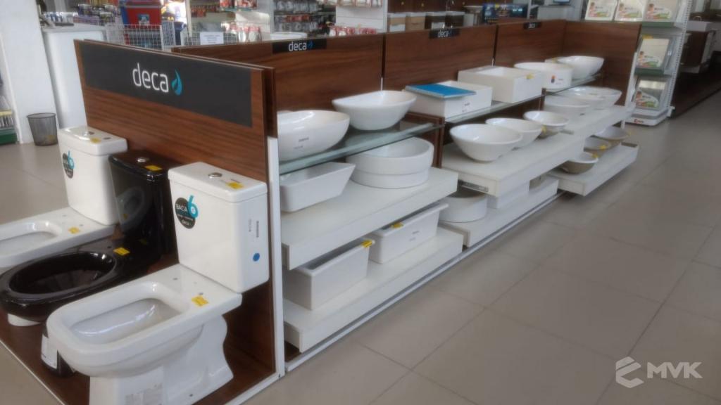 Loja de Material de Construção Bezerra em Recife Pernambuco. Expositor para cerâmica. Expositor para vaso sanitário. MVK Gôndolas e displays para lojas (14)