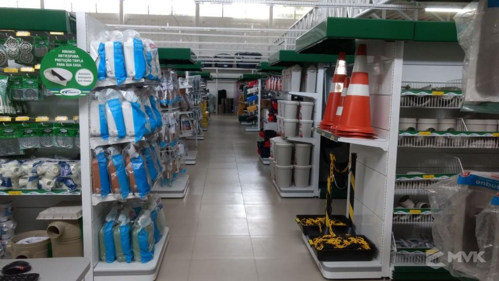 Loja de Material de Construção Bezerra em Recife Pernambuco. Expositor para cerâmica. Expositor para vaso sanitário. MVK Gôndolas e displays para lojas (2)