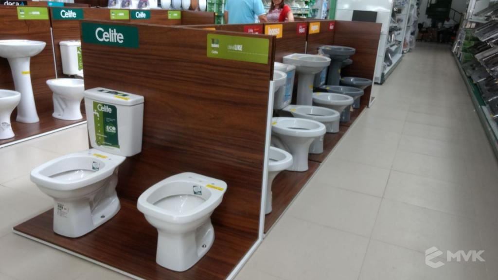 Loja de Material de Construção Bezerra em Recife Pernambuco. Expositor para cerâmica. Expositor para vaso sanitário. MVK Gôndolas e displays para lojas (4)