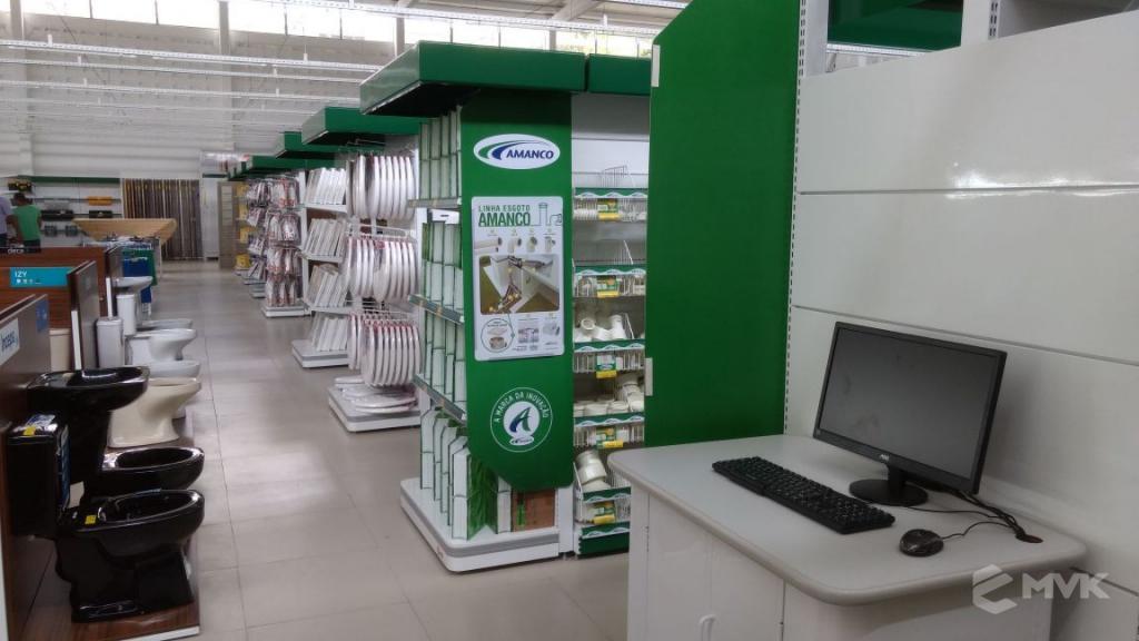 Loja de Material de Construção Bezerra em Recife Pernambuco. Expositor para cerâmica. Expositor para vaso sanitário. MVK Gôndolas e displays para lojas (9)