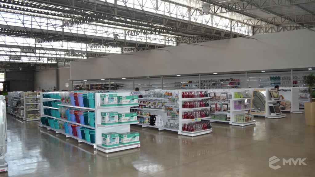 Loja de departamentos Bela Casa em Araxá MG. Gôndolas, balcões, displays e projeto de MVK (10)