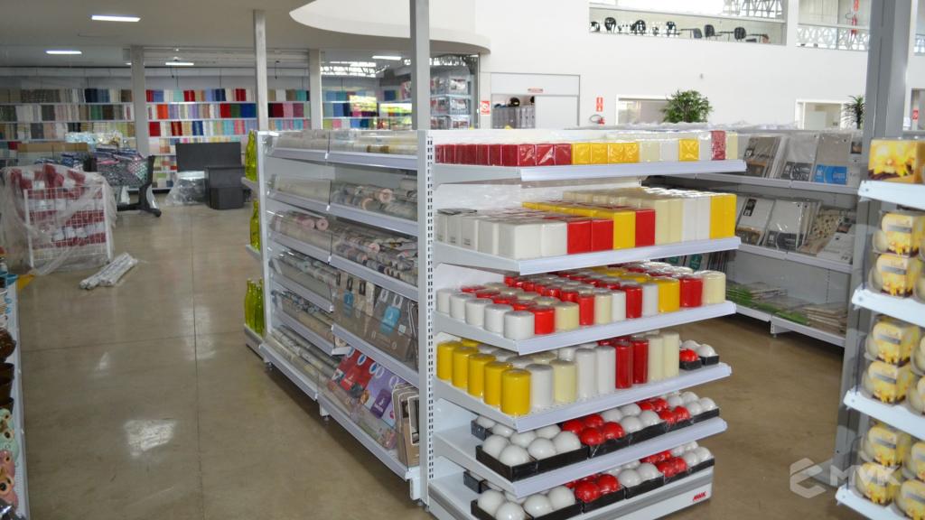 Loja de departamentos Bela Casa em Araxá MG. Gôndolas, balcões, displays e projeto de MVK (16)