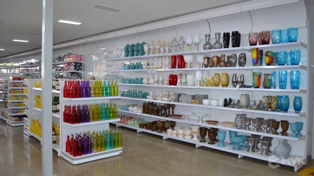 Loja de departamentos Bela Casa em Araxá MG. Gôndolas, balcões, displays e projeto de MVK (17)