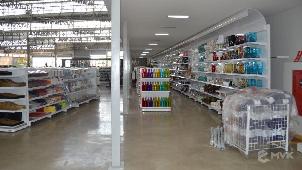 Loja de departamentos Bela Casa em Araxá MG. Gôndolas, balcões, displays e projeto de MVK (18)