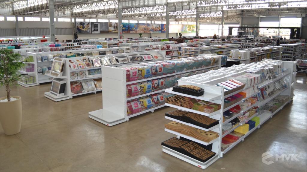 Loja de departamentos Bela Casa em Araxá MG. Gôndolas, balcões, displays e projeto de MVK (22)