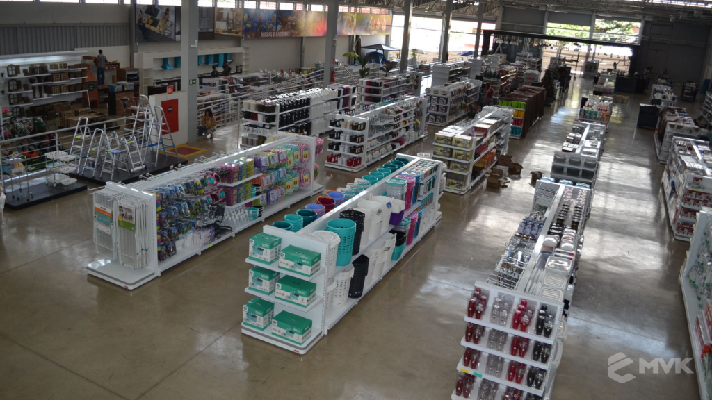 Loja de departamentos Bela Casa em Araxá MG. Gôndolas, balcões, displays e projeto de MVK (23)