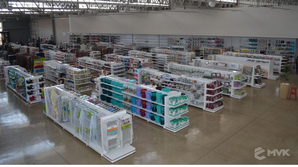 Loja de departamentos Bela Casa em Araxá MG. Gôndolas, balcões, displays e projeto de MVK (24)