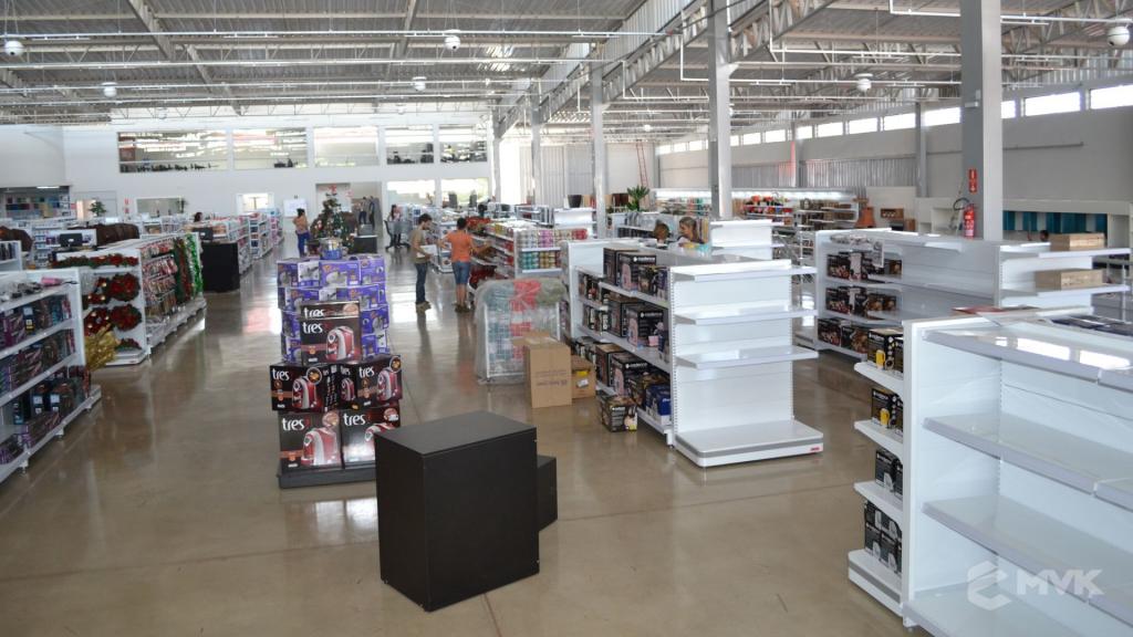 Loja de departamentos Bela Casa em Araxá MG. Gôndolas, balcões, displays e projeto de MVK (3)