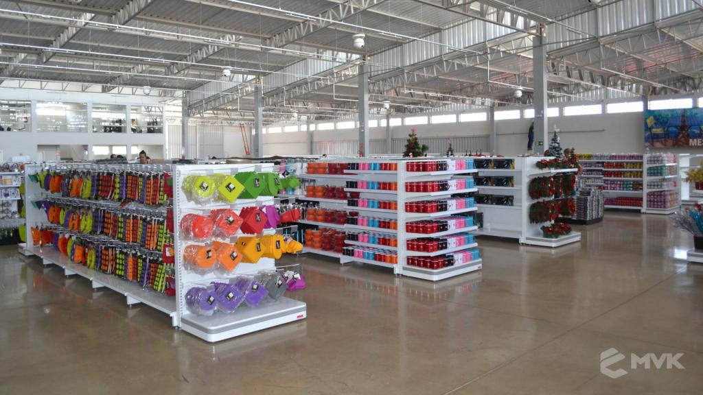 Loja de departamentos Bela Casa em Araxá MG. Gôndolas, balcões, displays e projeto de MVK (4)