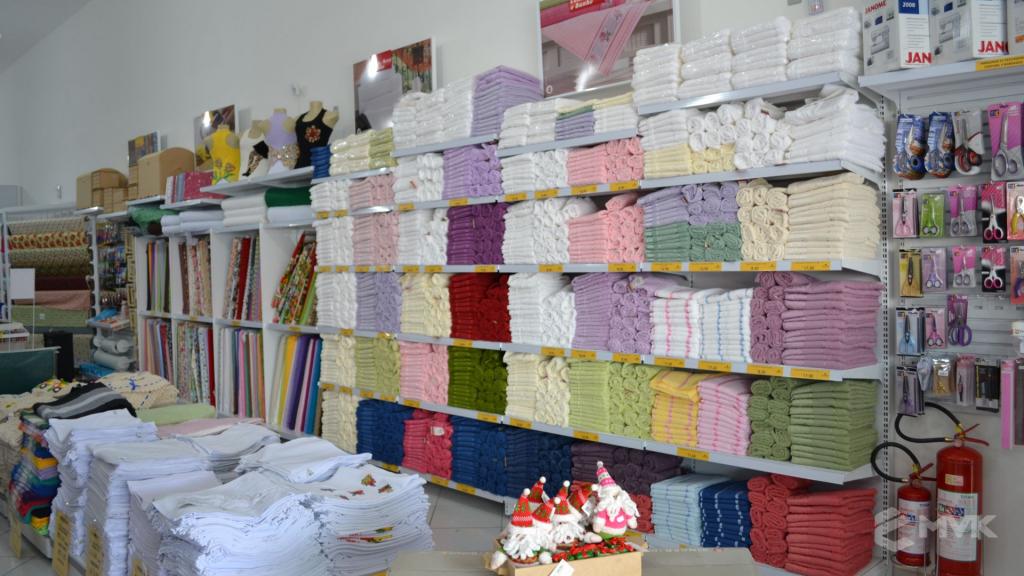 Loja de tecidos Center Panos em Indaiatuba SP. Projeto executado por MVK Gôndolas e Displays. Prateleiras, expositores, balcões, suportes (1)