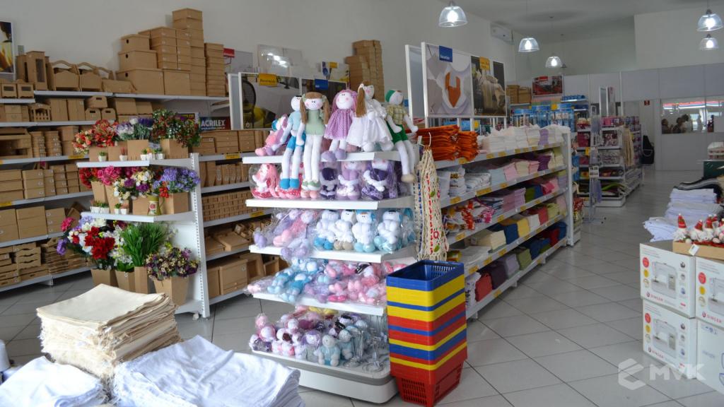 Loja de tecidos Center Panos em Indaiatuba SP. Projeto executado por MVK Gôndolas e Displays. Prateleiras, expositores, balcões, suportes (10)