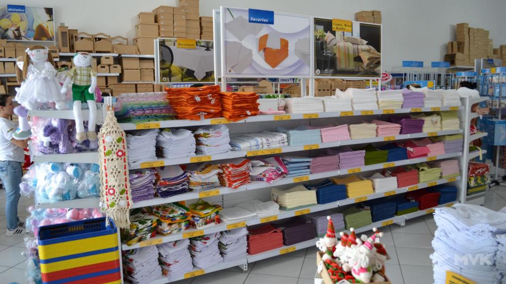 Loja de tecidos Center Panos em Indaiatuba SP. Projeto executado por MVK Gôndolas e Displays. Prateleiras, expositores, balcões, suportes (12)