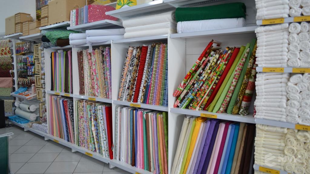 Loja de tecidos Center Panos em Indaiatuba SP. Projeto executado por MVK Gôndolas e Displays. Prateleiras, expositores, balcões, suportes (2)