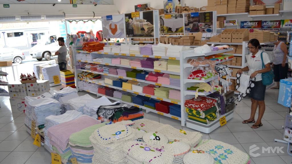 Loja de tecidos Center Panos em Indaiatuba SP. Projeto executado por MVK Gôndolas e Displays. Prateleiras, expositores, balcões, suportes (3)