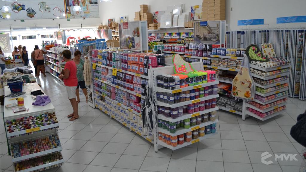 Loja de tecidos Center Panos em Indaiatuba SP. Projeto executado por MVK Gôndolas e Displays. Prateleiras, expositores, balcões, suportes (7)