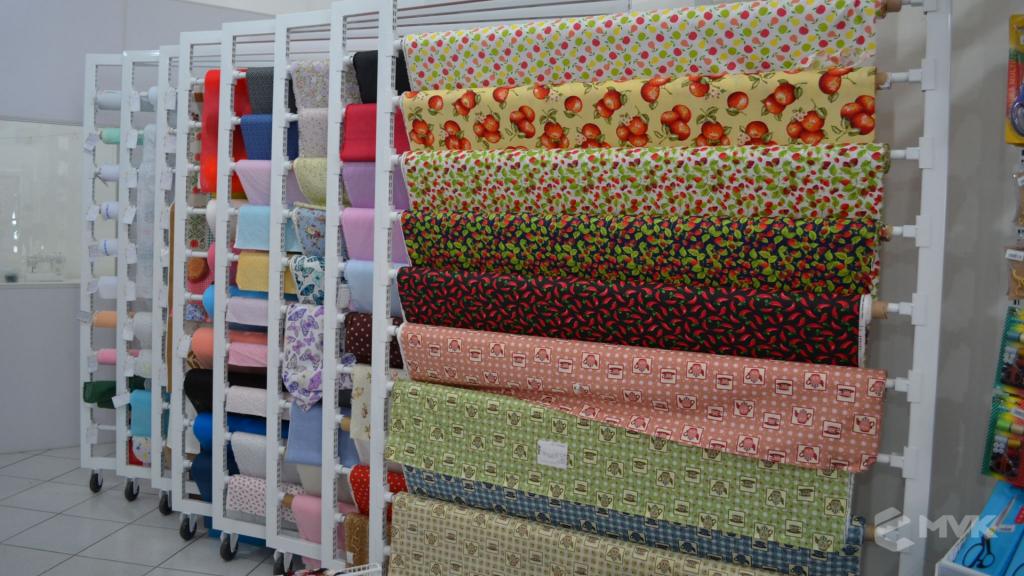 Loja de tecidos Center Panos em Indaiatuba SP. Projeto executado por MVK Gôndolas e Displays. Prateleiras, expositores, balcões, suportes (8)