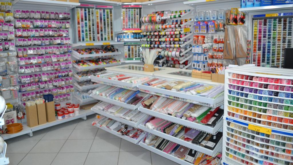 Loja de tecidos Center Panos em Indaiatuba SP. Projeto executado por MVK Gôndolas e Displays. Prateleiras, expositores, balcões, suportes (9)