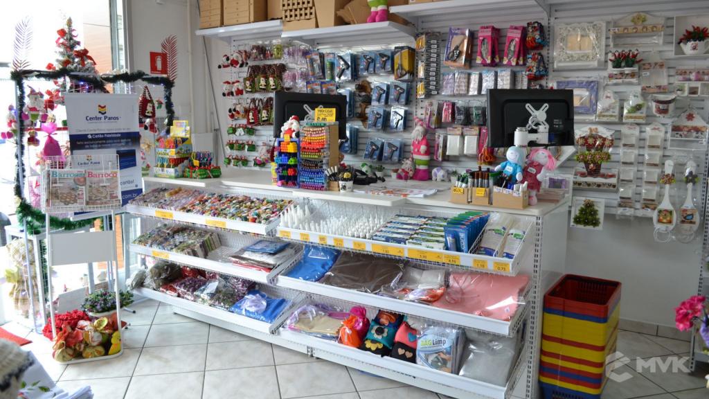 Loja de tecidos Center Panos em Tatuí SP. Projeto executado por MVK Gôndolas e Displays. Prateleiras, expositores, balcões, suportes (1)