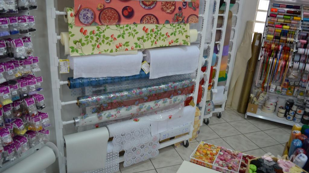 Loja de tecidos Center Panos em Tatuí SP. Projeto executado por MVK Gôndolas e Displays. Prateleiras, expositores, balcões, suportes (11)
