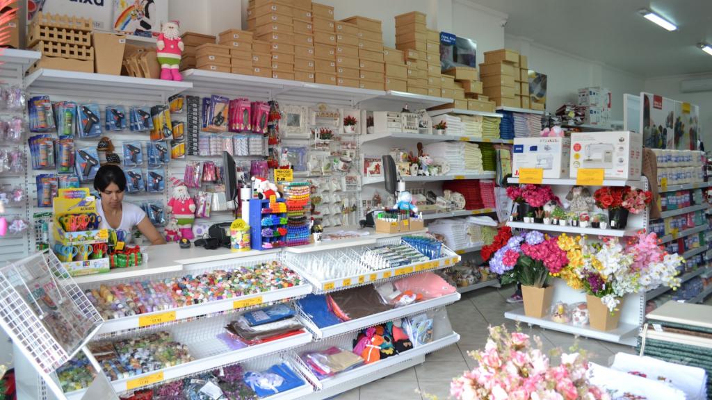 Loja de tecidos Center Panos em Tatuí SP. Projeto executado por MVK Gôndolas e Displays. Prateleiras, expositores, balcões, suportes (2)