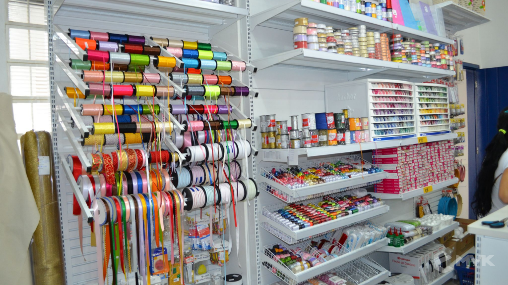 Loja de tecidos Center Panos em Tatuí SP. Projeto executado por MVK Gôndolas e Displays. Prateleiras, expositores, balcões, suportes (3)